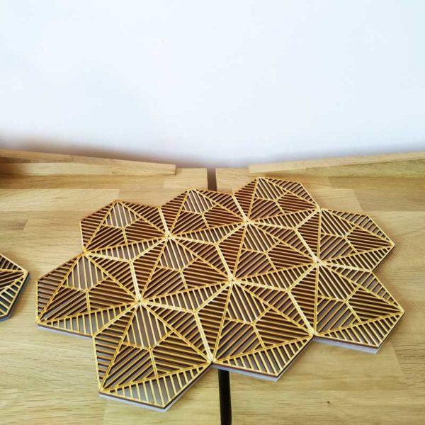 Bandeja de madera y metacrilato diseño de Maqula Design