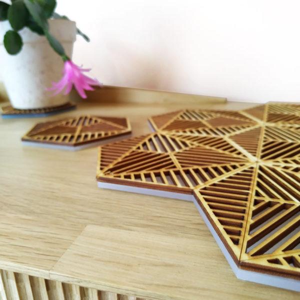 Detalle de Bandeja de madera y metacrilato diseño de Maqula Design