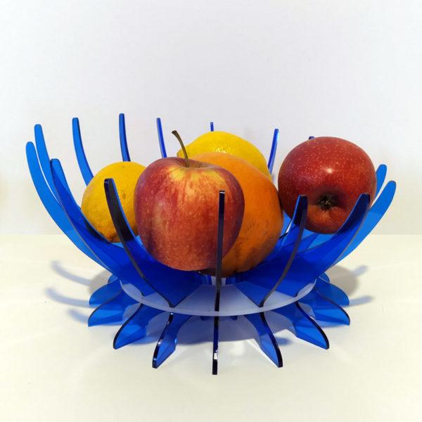 Frutero (con fruta) de metacrilato en dos colores azul y hielo diseño de Maqula Desing