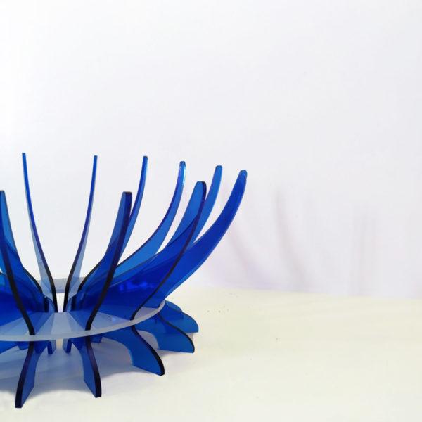 Vista lateral de Frutero de metacrilato en dos colores azul y hielo diseño de Maqula Desing