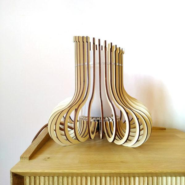 Lampara de madera y metacrilato diseño radial asimétrico de Maqula Design