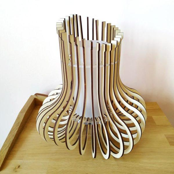 Lampara de madera y metacrilato de Maqula Design